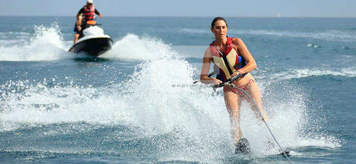 actividades-de-playa-para-empresas-exploramas-esqui-acuatico
